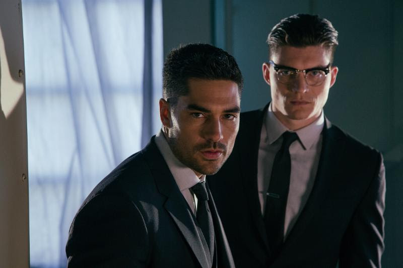 L to R - DJ Cotrona (Seth Gecko) and Zane Holtz (Richie Gecko).   Photo credit: El Rey Network/Robert Rodriguez